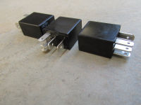 35 amp / 25 amp, 5 pin micro relay (SPDT) without mounting bracket.